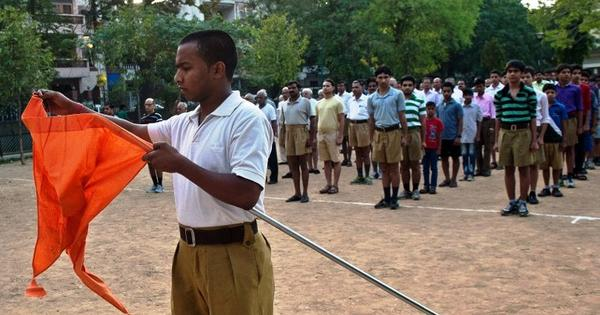 Bureaucrats rush to RSS office to prove their loyalty to Modi