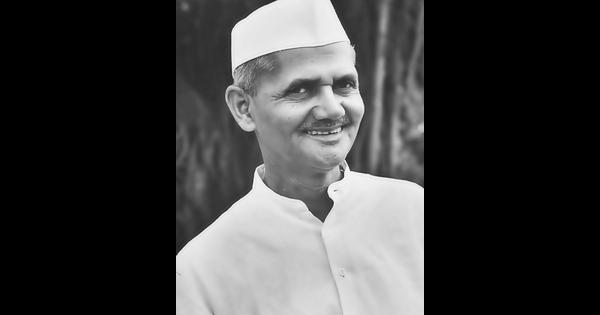 Amidst Gandhi Jayanti and Swachh Bharat, India forgot Lal Bahadur Shastri's anniversary