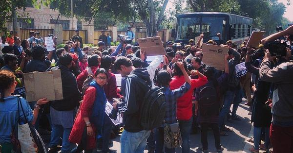 Police detain couples urging Hindu Mahasabha to fulfil promise of Valentine's Day weddings