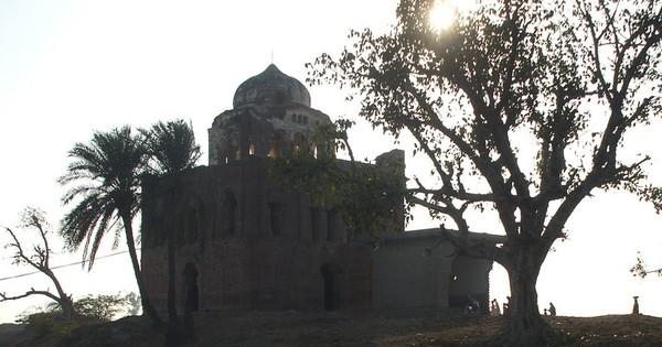 Ruins of gurudwaras blur the lines on the India-Pakistan border