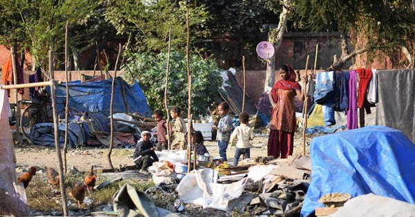 In pictures: Two days on, thousands of Delhi slum dwellers are out in the cold