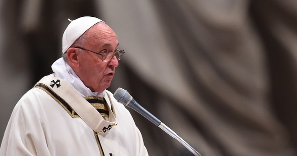 Pope calls for an end to global conflicts in Christmas address