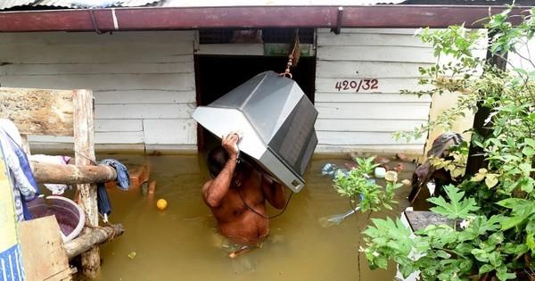 Hopes fade for 130 missing after landslides in Sri Lanka
