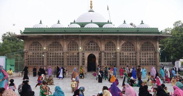 Women enter Haji Ali dargah after five years