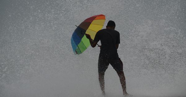 Four dead after Cyclone Vardah makes landfall near Chennai