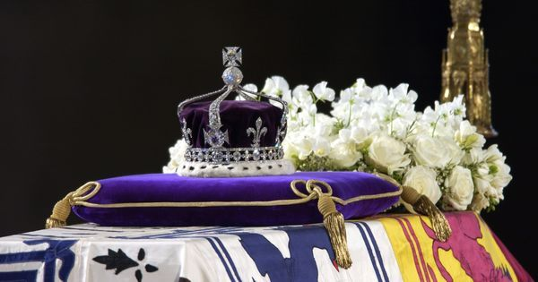 These 13 crucial events capture the sparkling adventures of the Kohinoor