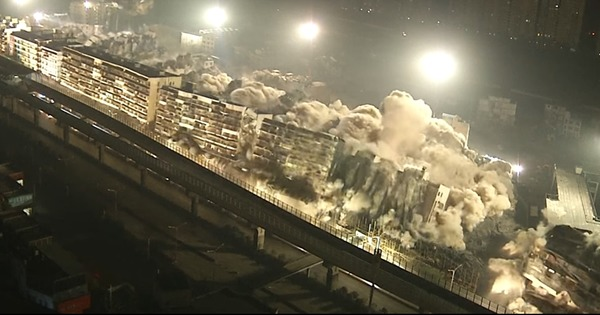 Demolition porn: Watch nineteen Chinese buildings pulverised in 10 seconds flat