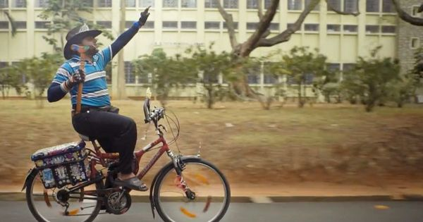 Video: In a unique display of reverence for god, a man rides his bicycle without using his hands
