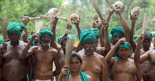 Protesting Tamil Nadu farmers eat human excreta to draw Centre's attention
