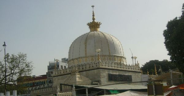 Khichdi record: Ajmer Sharif Dargah says they cook 2,400 kg of vegetarian sweet rice every day