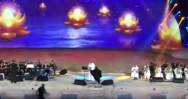 Saudi Arabia: Woman arrested for hugging a male singer during concert in Mecca province