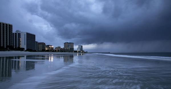 US: Hurricane Florence makes landfall in North Carolina, forecasters warn of 'catastrophic flooding'