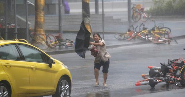 Typhoon Mangkhut moves towards Hong Kong after battering the Philippines