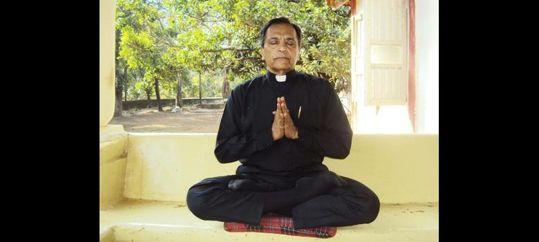 In Mumbai, a Catholic priest-yogi attacks Western propaganda against yoga