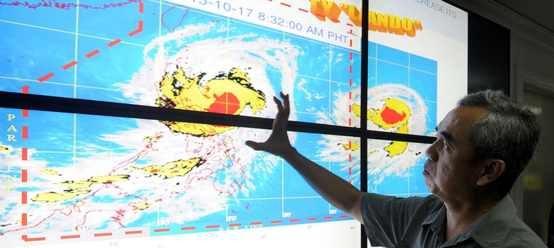 Thousands displaced as Typhoon Koppu hits Philippines