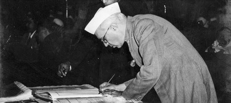 Congress mouthpiece publishes articles criticising Jawaharlal Nehru, Sonia Gandhi