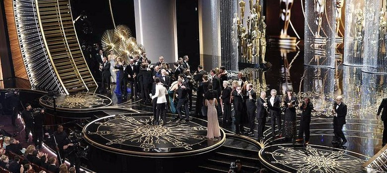 [Photos]: The gowns and the grins at Oscars 2016