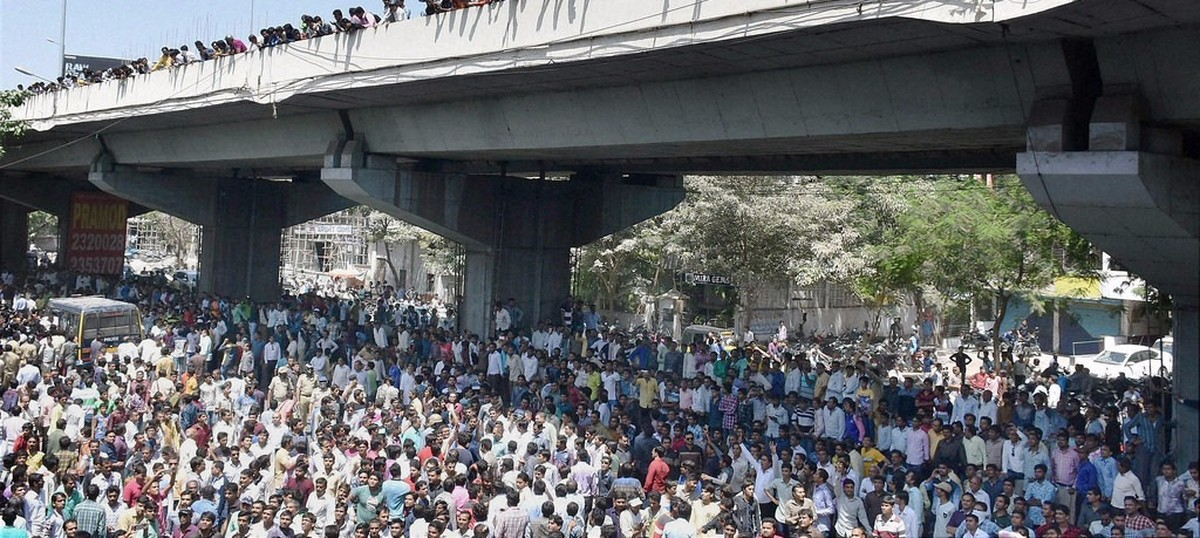 Patel reservation rally turns violent in Gujarat's Mehsana town, protestors clash with police