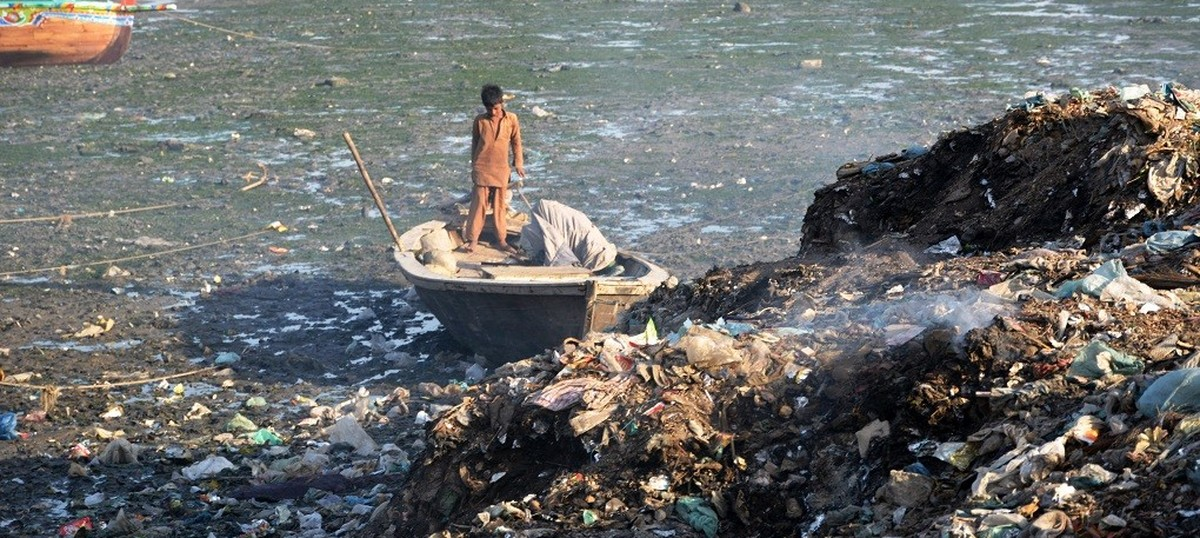 Karachi's catastrophic pollution of the sea is killing fish and threatening livelihoods