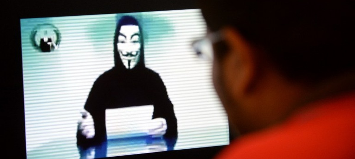 Heating up Singaporean cyberspace: A debate about plan to block web access to bureaucrats