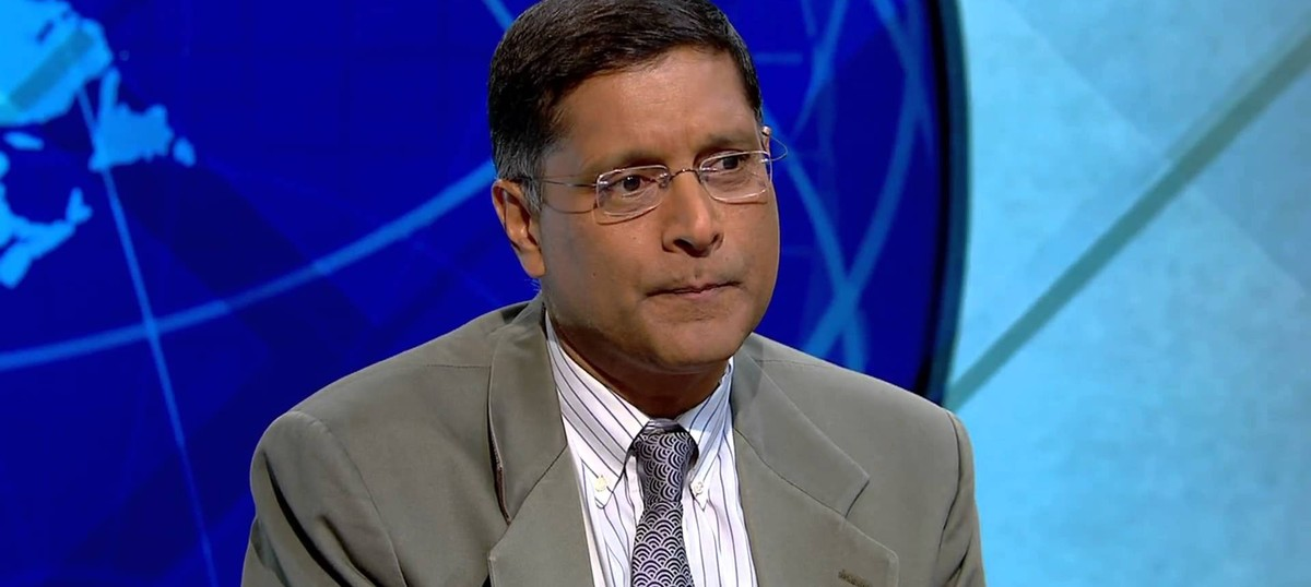 Subramanian Swamy trains gun on Chief Economic Advisor Arvind Subramanian, demands his suspension