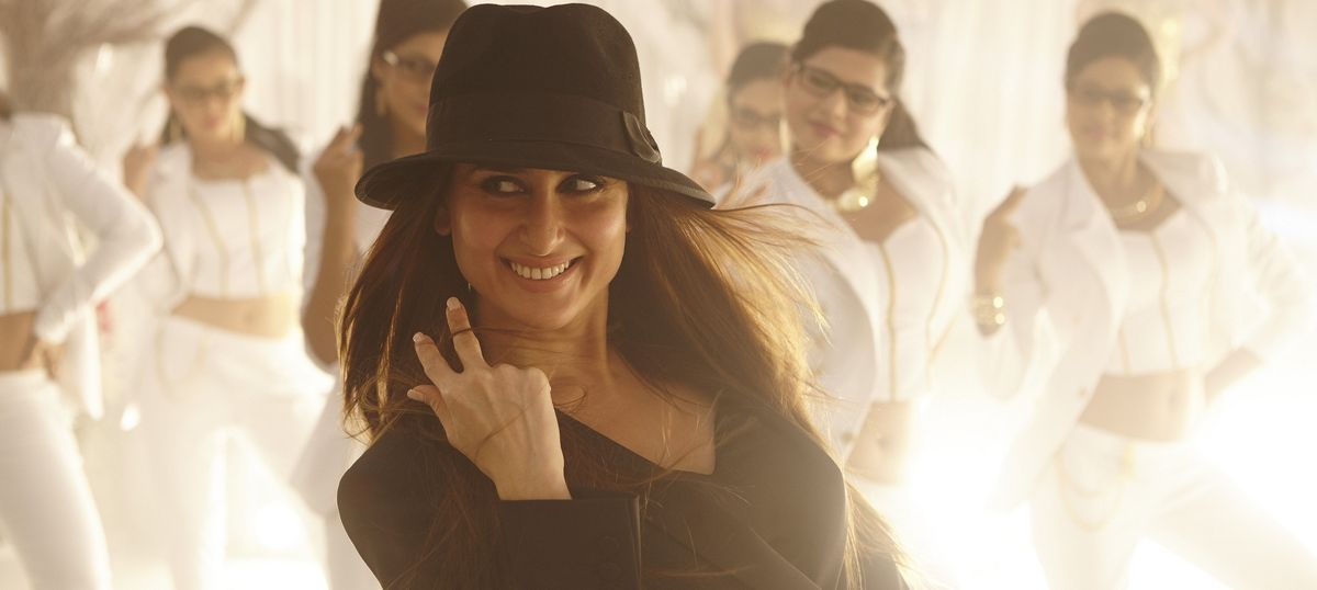 Mom-to-be Kareena Kapoor has revived the old debate about married heroines – but there's a twist