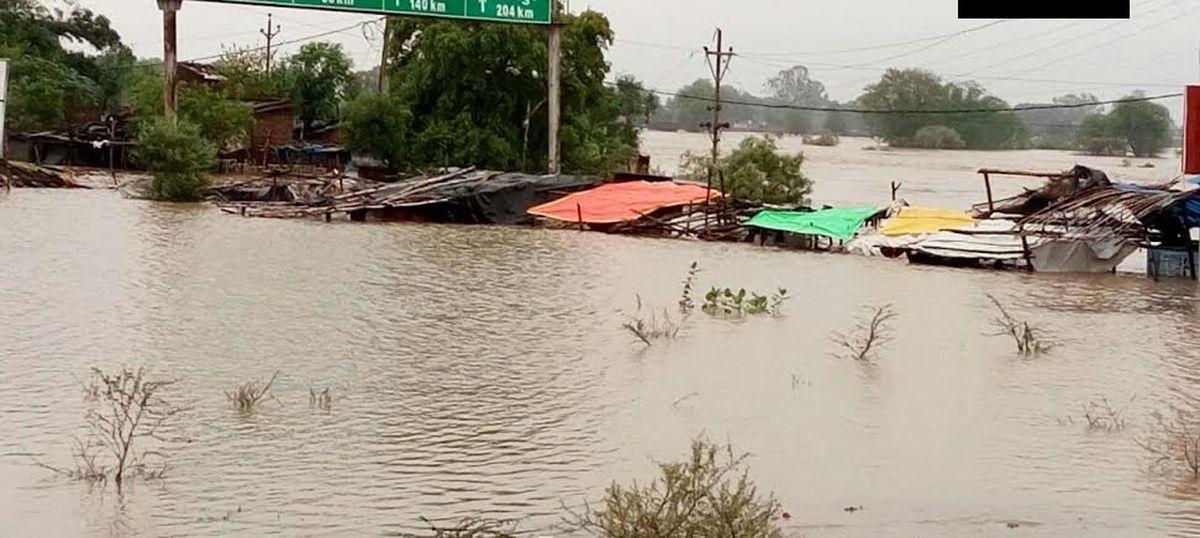 Heavy rain lashes Madhya Pradesh, triggers flash floods