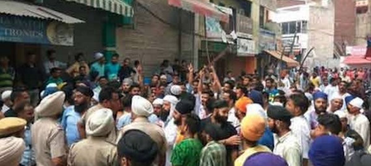 Shiv Sena members clash with Muslim men in Punjab's Phagwara, seven people injured