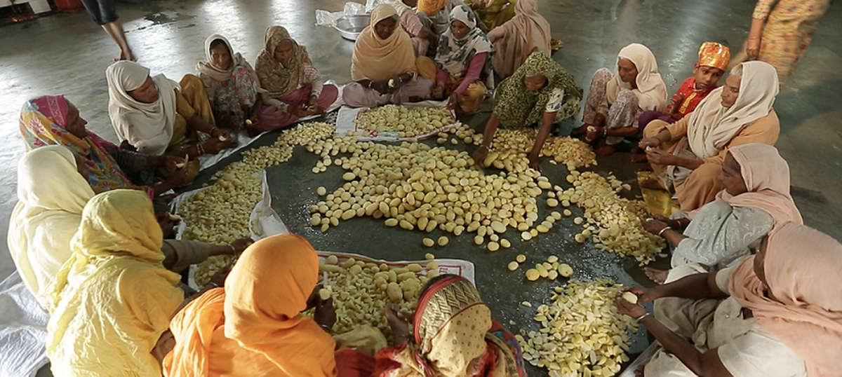 A TV show peeks inside the Indian kitchens that feed thousands at a time