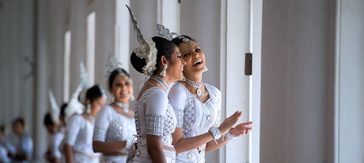Are the Sinhalese people descendants of Bengali and Odiya sea merchants?