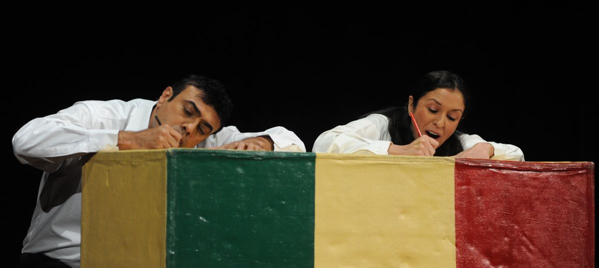 What is the secret of long-running plays like 'Love Letters'?