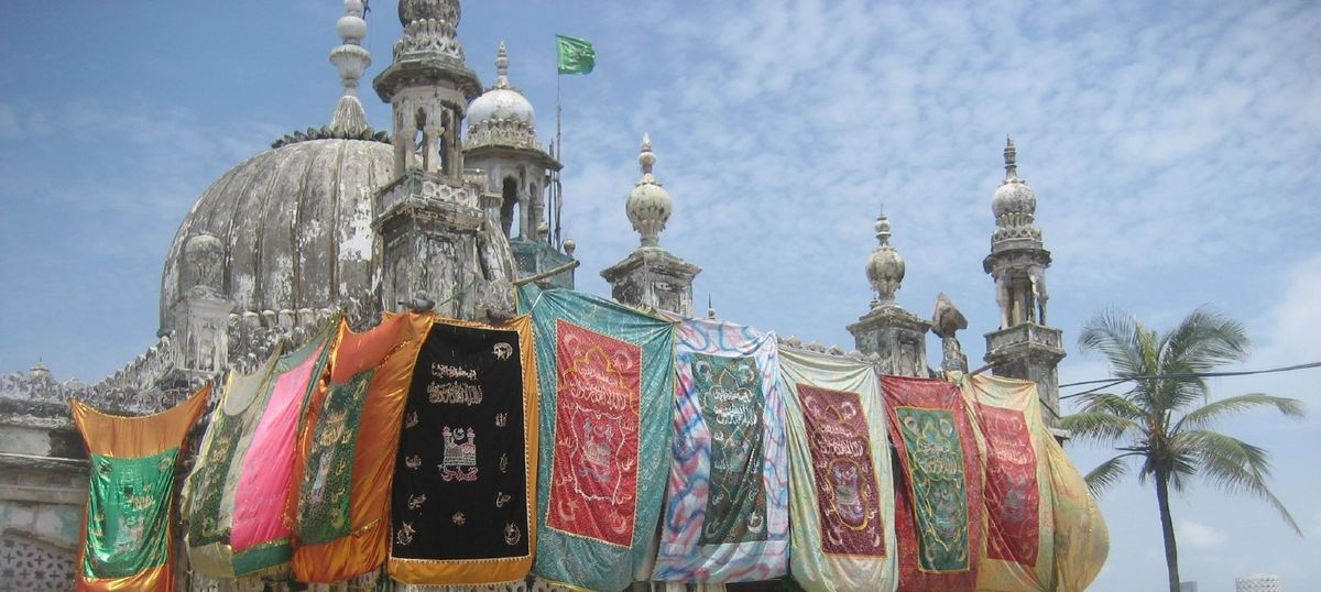 High court lifts ban on women entering Haji Ali's inner sanctum, but stays order for six weeks