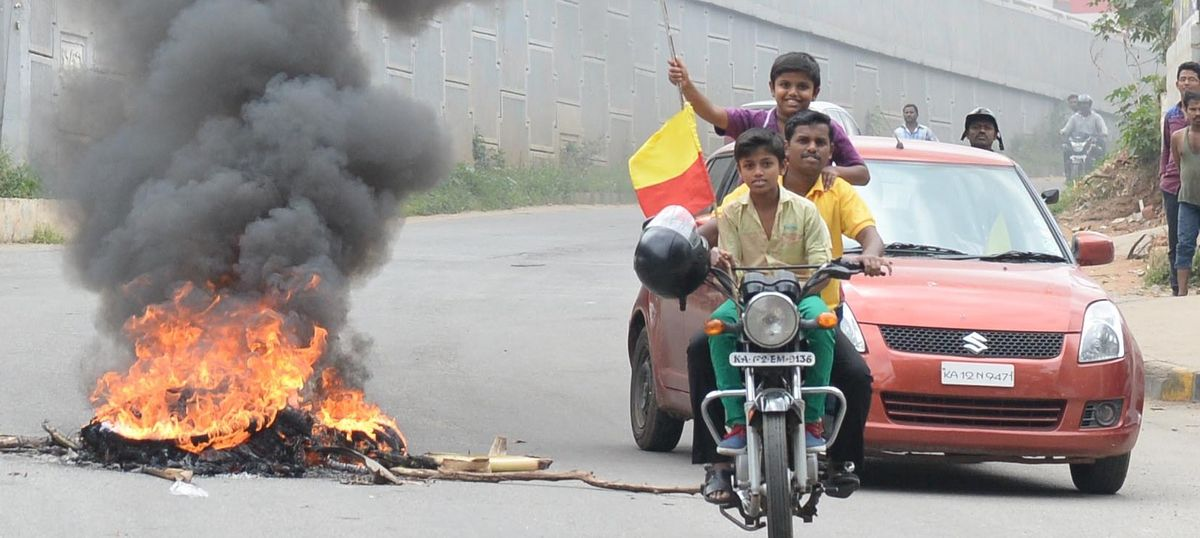 Photos: Statewide bandh over Cauvery issue brings Karnataka to a standstill