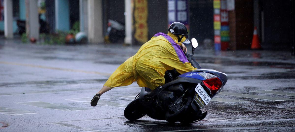 More than 30 injured as typhoon Megi makes landfall in Taiwan