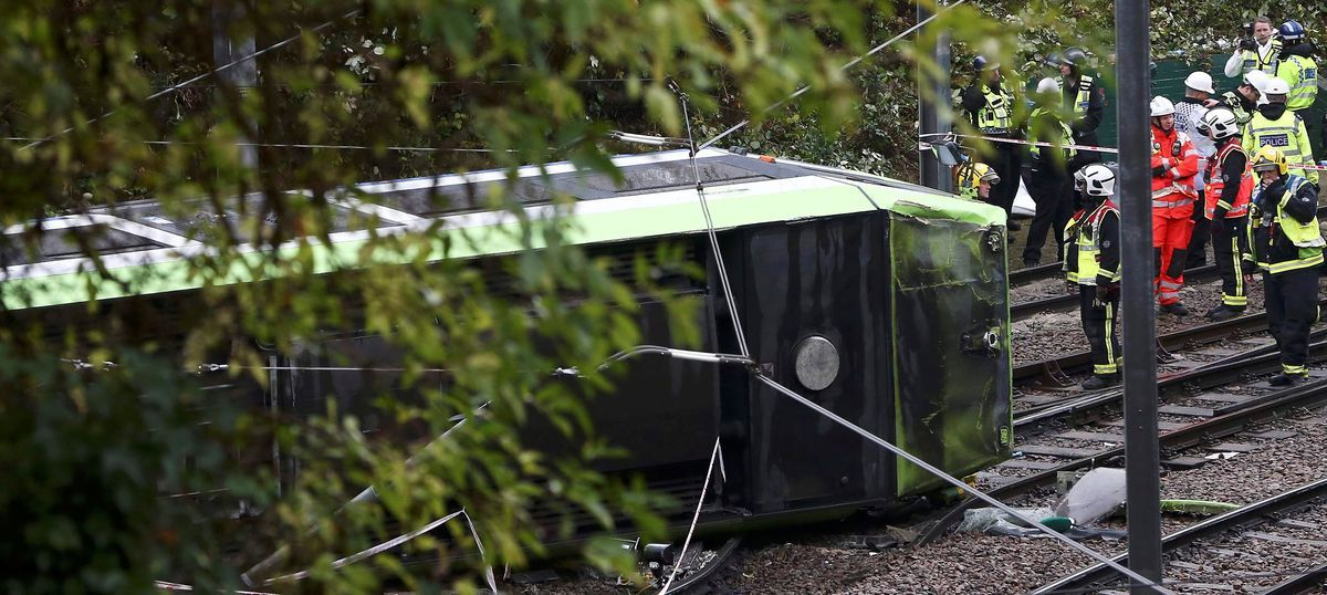 London: At least 7 killed, more than 59 injured after a tram gets derailed in Croydon town