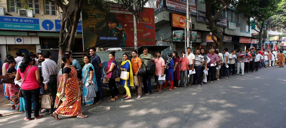 Mammoth queues outside banks as people try to deposit scrapped Rs 500 and Rs 1,000 notes