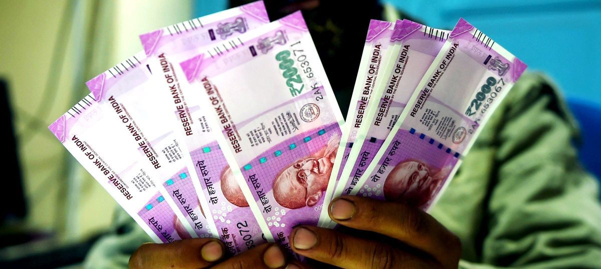 Gujarat: Two port officials, middleman arrested for bribery in Rs 2,000 notes