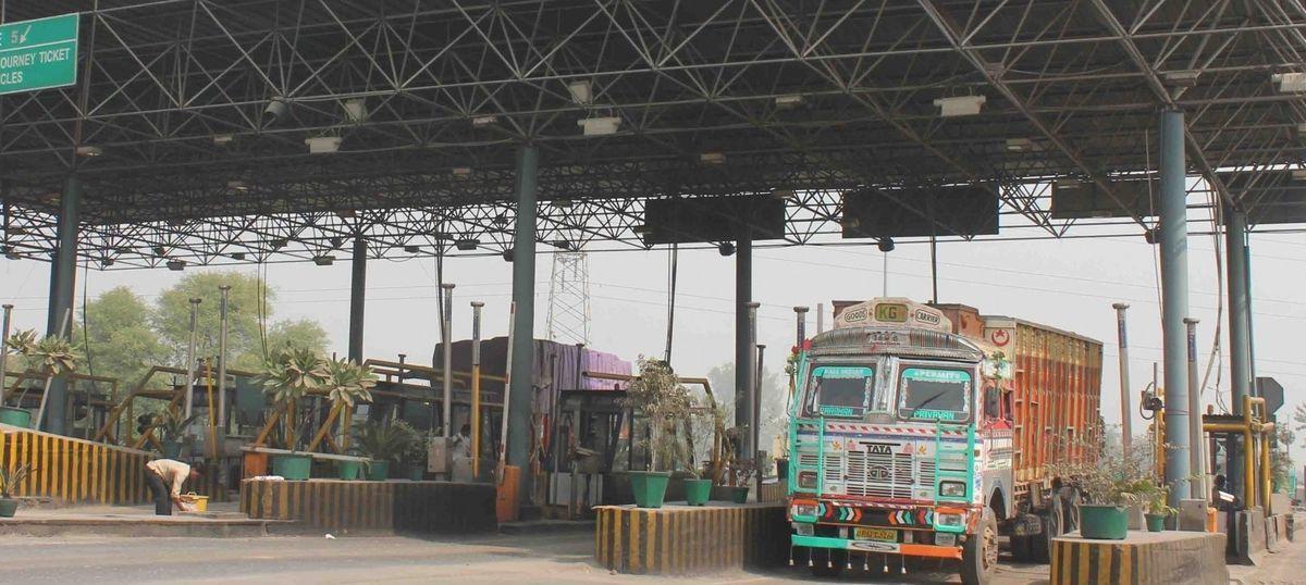 Demonetisation: No toll tax on highways till midnight on November 24, says Centre
