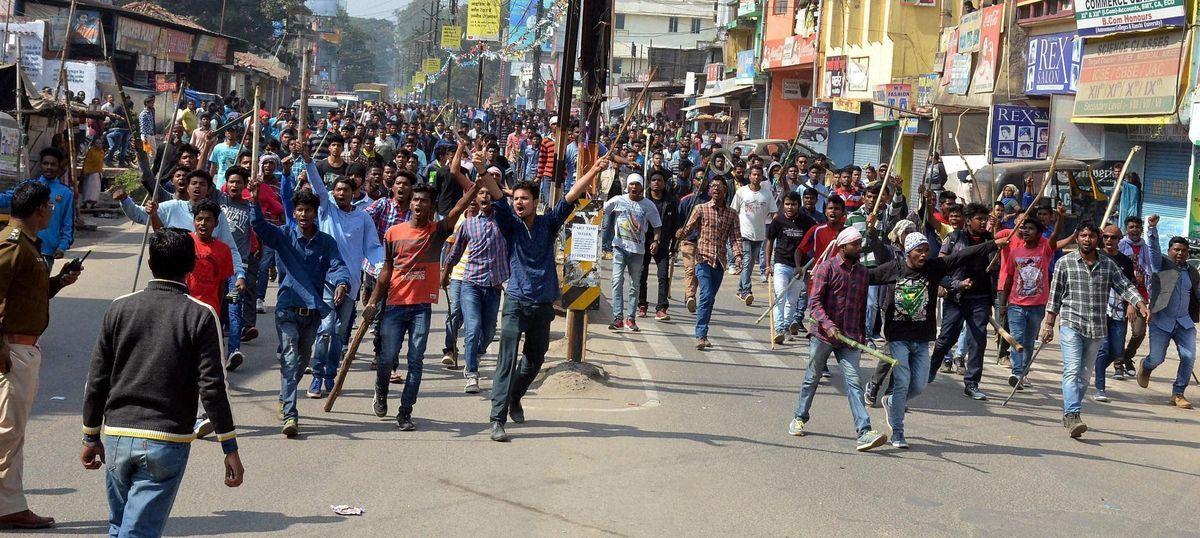 Jharkhand bandh: Over 9,000 arrested as protestors destroy market, set vehicles ablaze