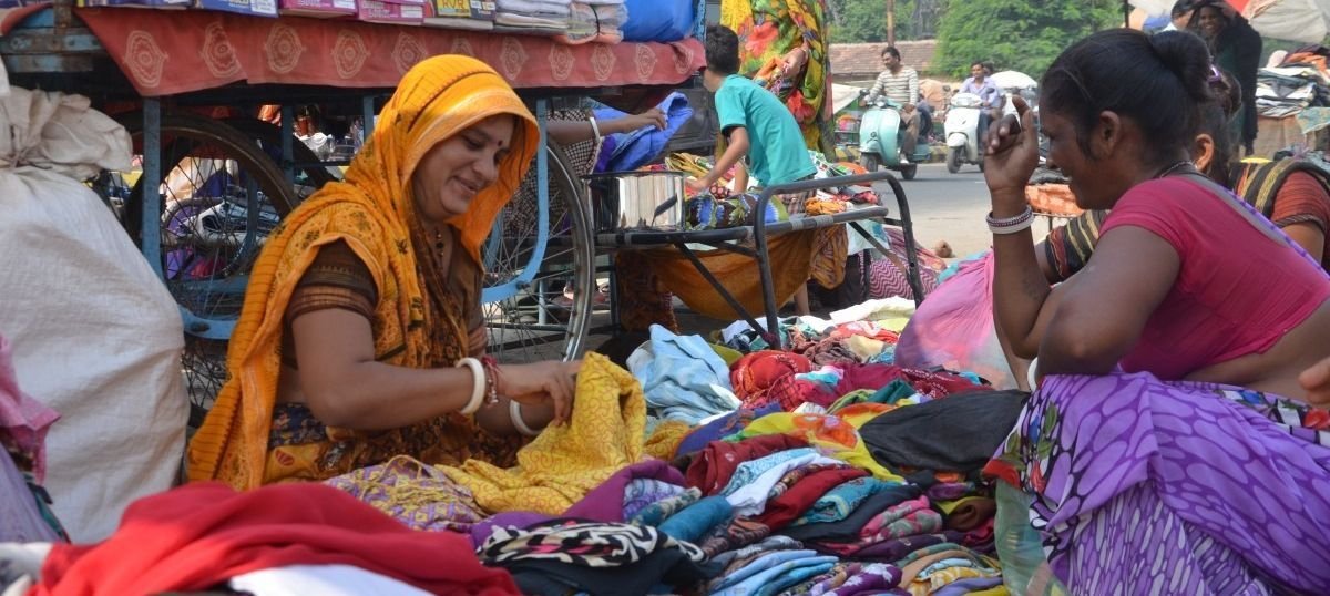 Demonetisation is also squeezing women who exchange utensils for old clothes across India's cities