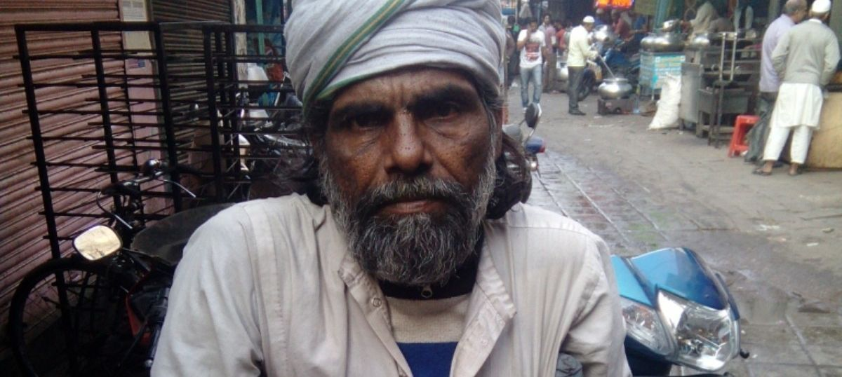 These beggars in Delhi do not have swipe machines (but know a little about credit cards)