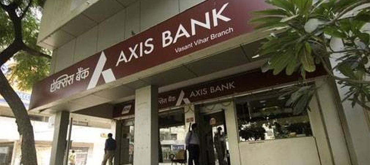 Demonetisation: I-T raids find over Rs 100 crore in 44 fake accounts in an Axis Bank branch in Delhi