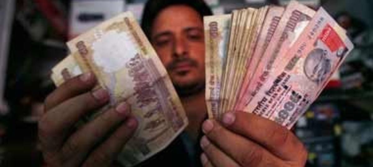 Centre considering ordinance banning possession of old currency notes over Rs 10,000 in value