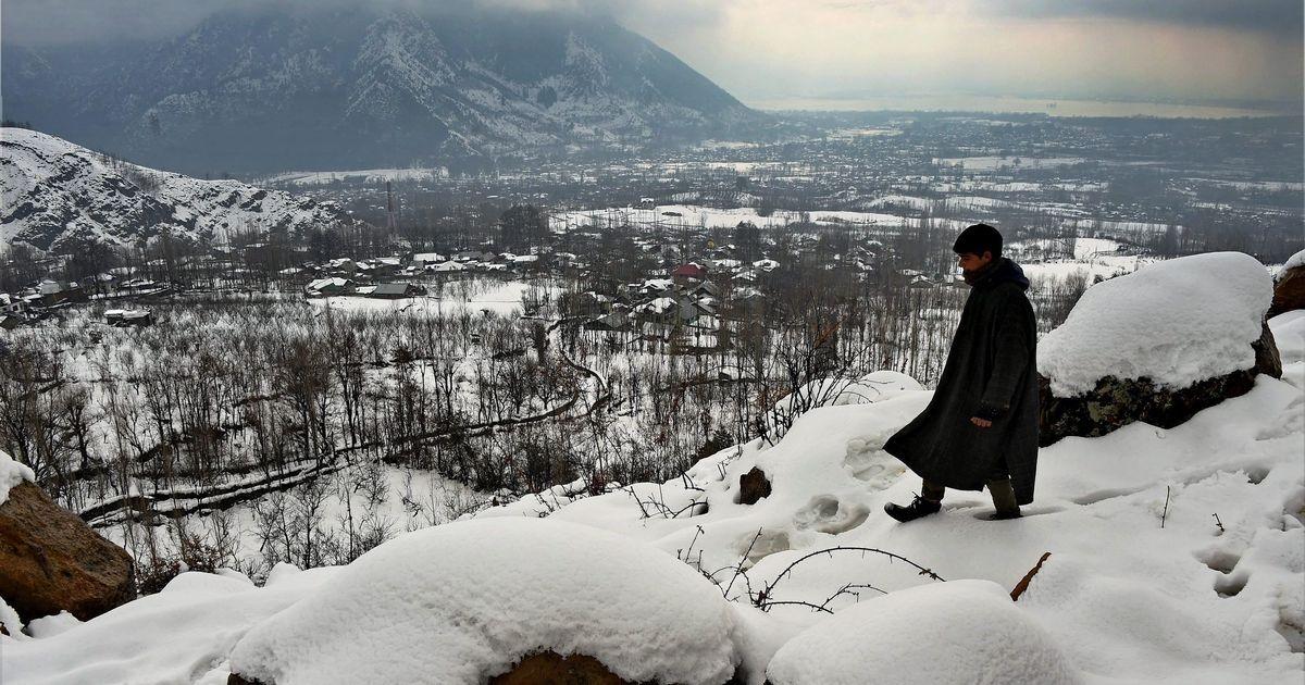 Kashmir airfares soar with heavy snowfall: Delhi-Singapore return is cheaper than Jammu-Srinagar