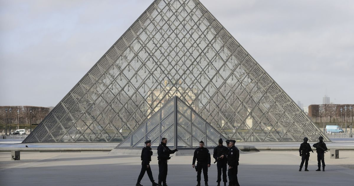 Paris: Soldier shoots machete-wielding man at Louvre, museum evacuated