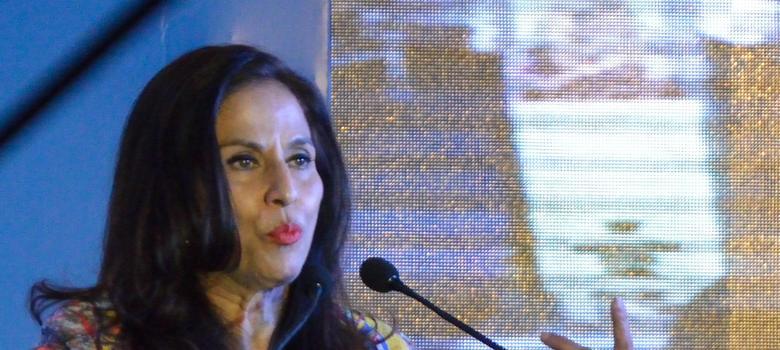 Will Shobhaa De pay for my treatment, asks police officer she body-shamed on Twitter
