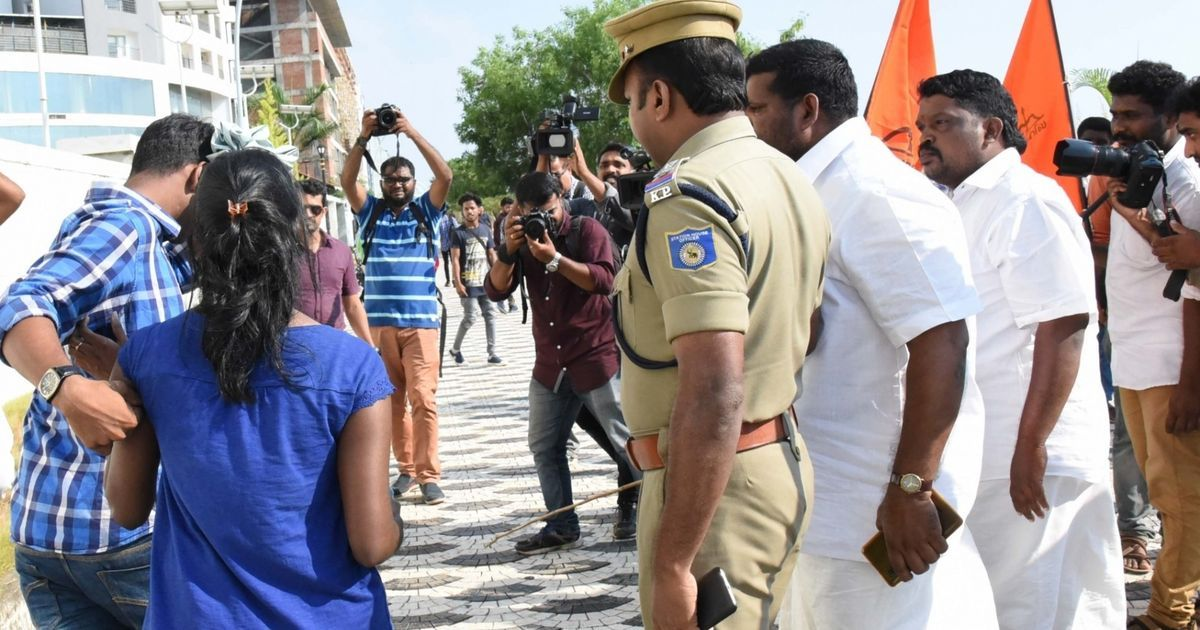 Kiss of Love protest returns to Kochi's Marine Drive a day after Shiv Sena's moral policing rampage