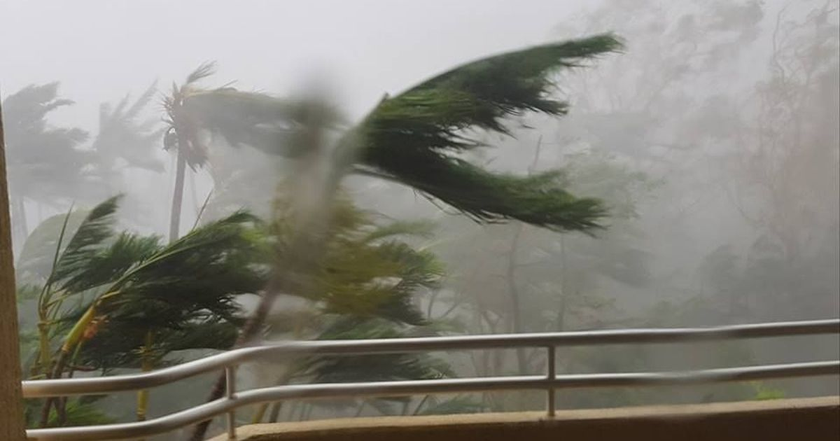 One killed as Cyclone Debbie makes landfall in Australia's Queensland