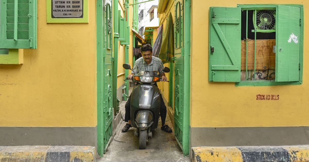 A scooter-riding bookseller has served Kolkata better than Amazon could ever hope to