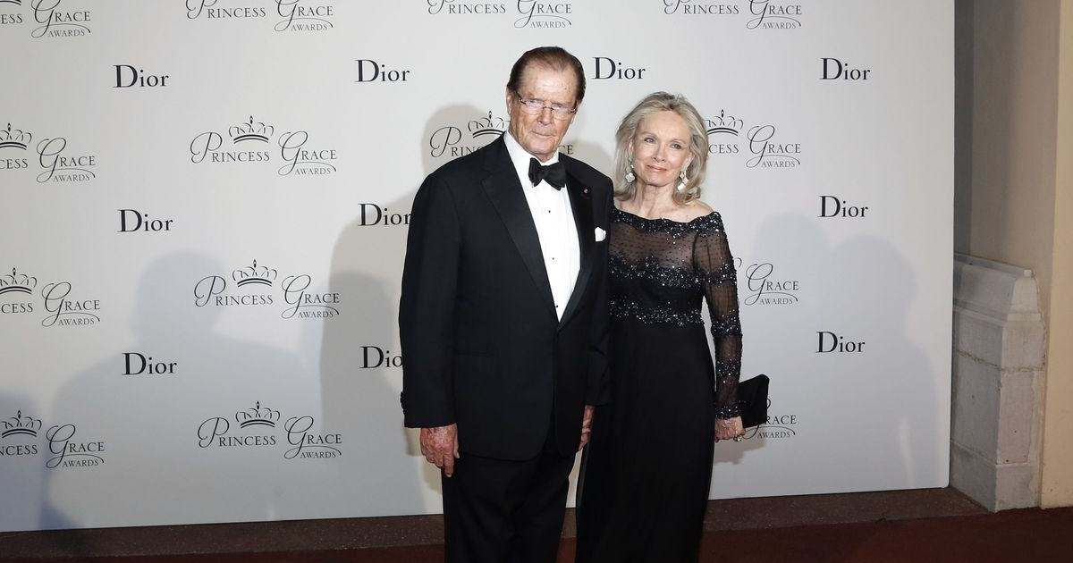 James Bond actor Roger Moore dies of cancer